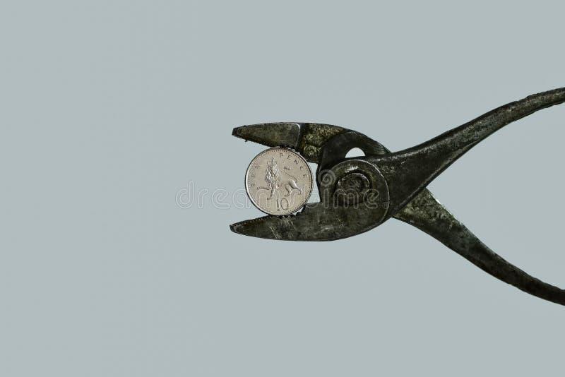 Πίεση στο νόμισμα Έννοια του νομίσματος υπό πίεση στοκ φωτογραφίες με δικαίωμα ελεύθερης χρήσης