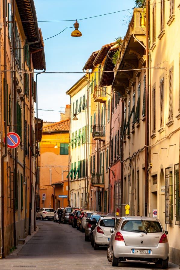 Πίζα, Ιταλία - 29 Δεκεμβρίου 2017 - χαριτωμένη στενή οδός στο historica στοκ εικόνα