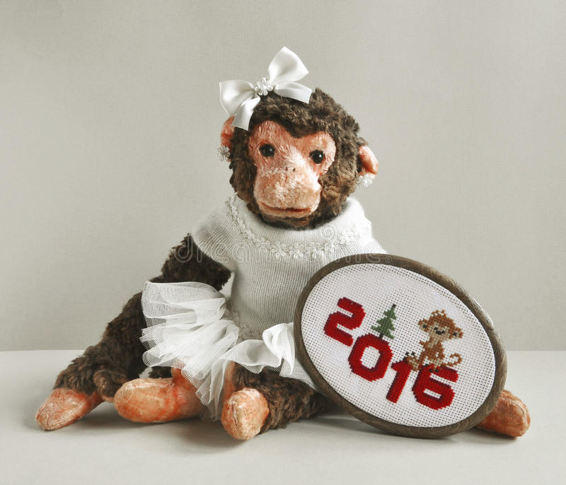 Download Πίθηκος παιχνιδιών με τη βελονιά κεντητικής Στοκ Εικόνα - εικόνα από αστείος, αδελφών: 62702409