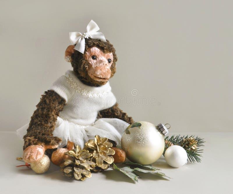 Download Πίθηκος παιχνιδιών με τις διακοσμήσεις Χριστουγέννων Στοκ Εικόνα - εικόνα από χριστούγεννα, textile: 62702393