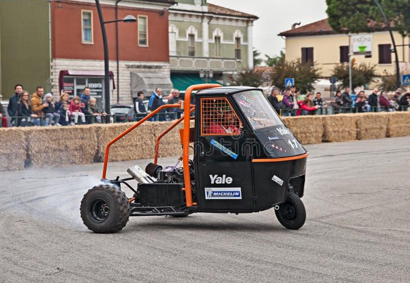 Πίθηκος Piaggio οχημάτων αγώνα στοκ εικόνες με δικαίωμα ελεύθερης χρήσης