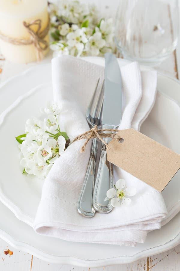 Πίνακας άνοιξη που θέτει με τα άσπρα λουλούδια στοκ φωτογραφία με δικαίωμα ελεύθερης χρήσης