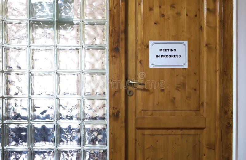 πίνακας αιθουσών συνεδριάσεων των διασκέψεων εδρών στοκ φωτογραφία με δικαίωμα ελεύθερης χρήσης