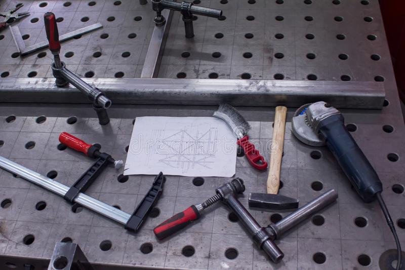 Πίνακας για την εγκατάσταση των δομών μετάλλων στοκ φωτογραφία με δικαίωμα ελεύθερης χρήσης