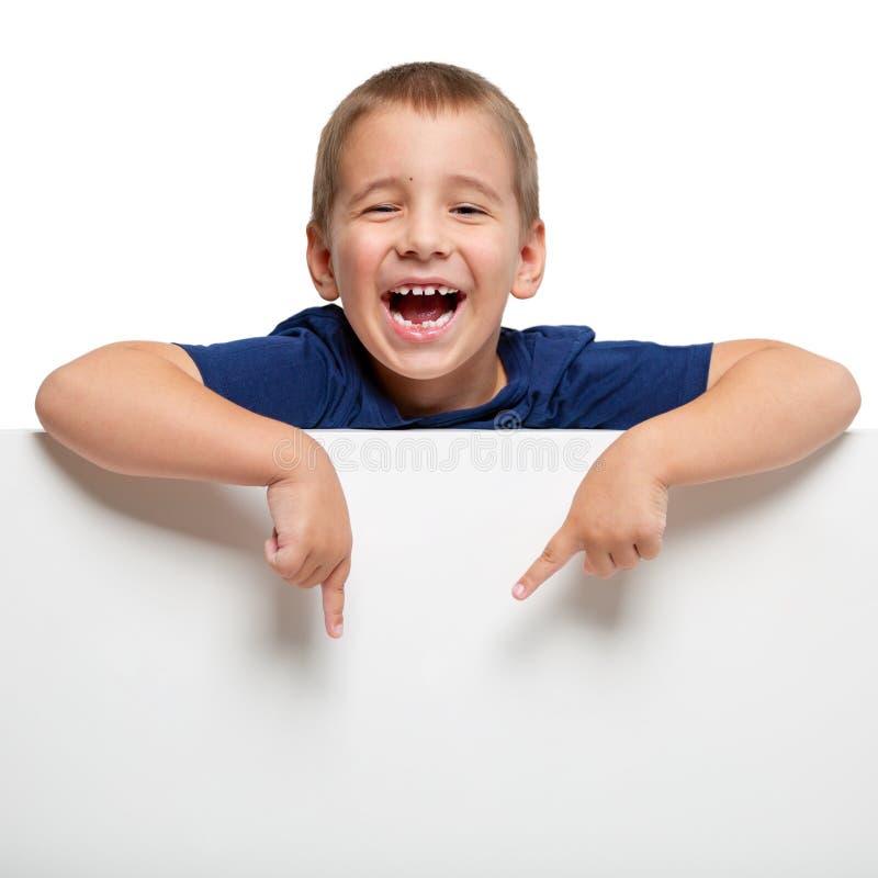 Πίνακας διαφημίσεων με ένα ευτυχές παιδί στην κορυφή στοκ εικόνα με δικαίωμα ελεύθερης χρήσης