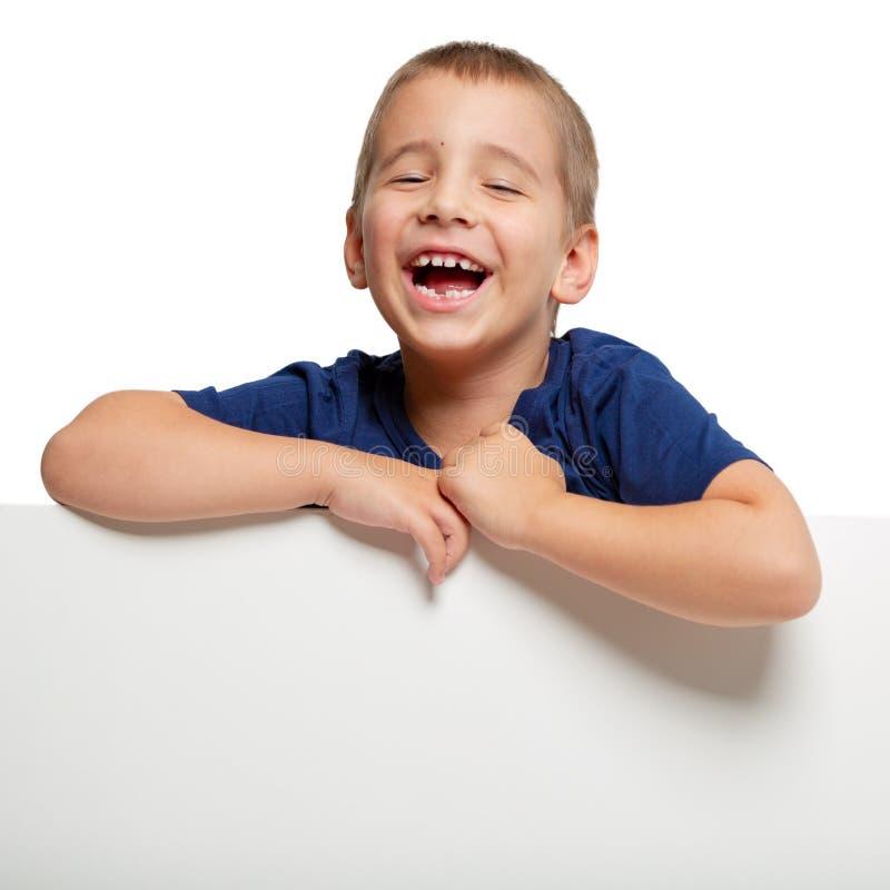 Πίνακας διαφημίσεων με ένα ευτυχές παιδί στην κορυφή στοκ φωτογραφίες με δικαίωμα ελεύθερης χρήσης