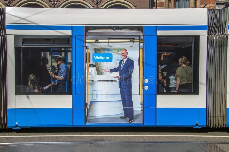 Πίνακας διαφημίσεων σε ένα τραμ του Άμστερνταμ οι Κάτω Χώρες 2018: Υποδοχή στοκ εικόνες