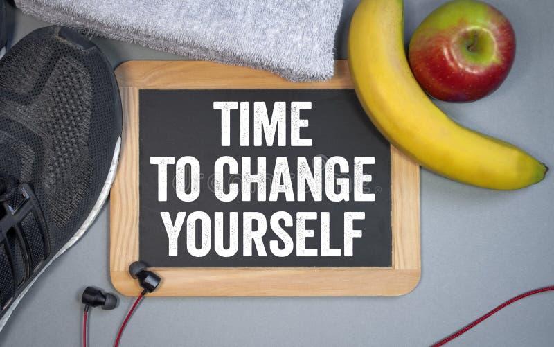 Πίνακας κιμωλίας με το χρόνο να αλλαχτεί στοκ φωτογραφία με δικαίωμα ελεύθερης χρήσης