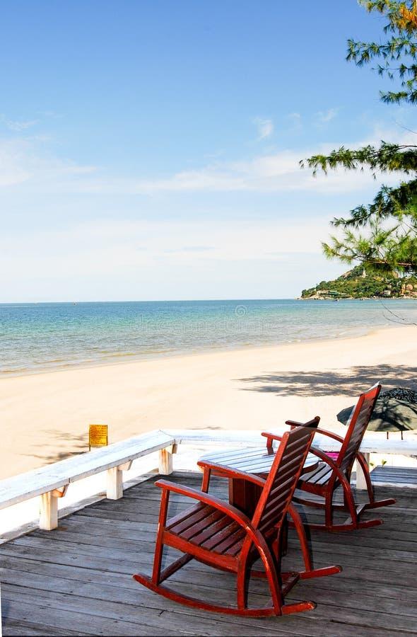 Πίνακας με τις έδρες παραλία αμμώδης στοκ φωτογραφία