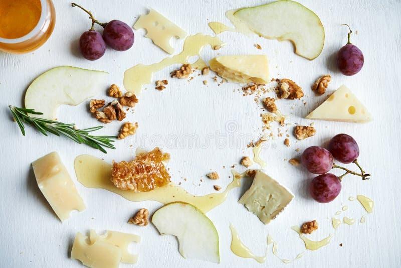 Πίνακας με το τυρί στοκ εικόνα με δικαίωμα ελεύθερης χρήσης