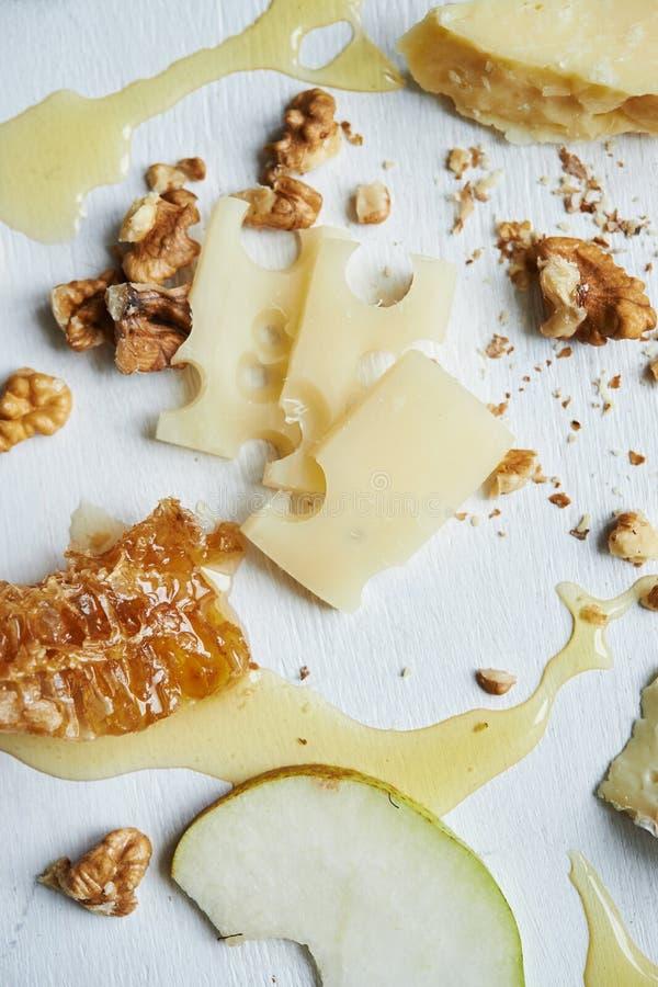 Πίνακας με το τυρί στοκ φωτογραφία
