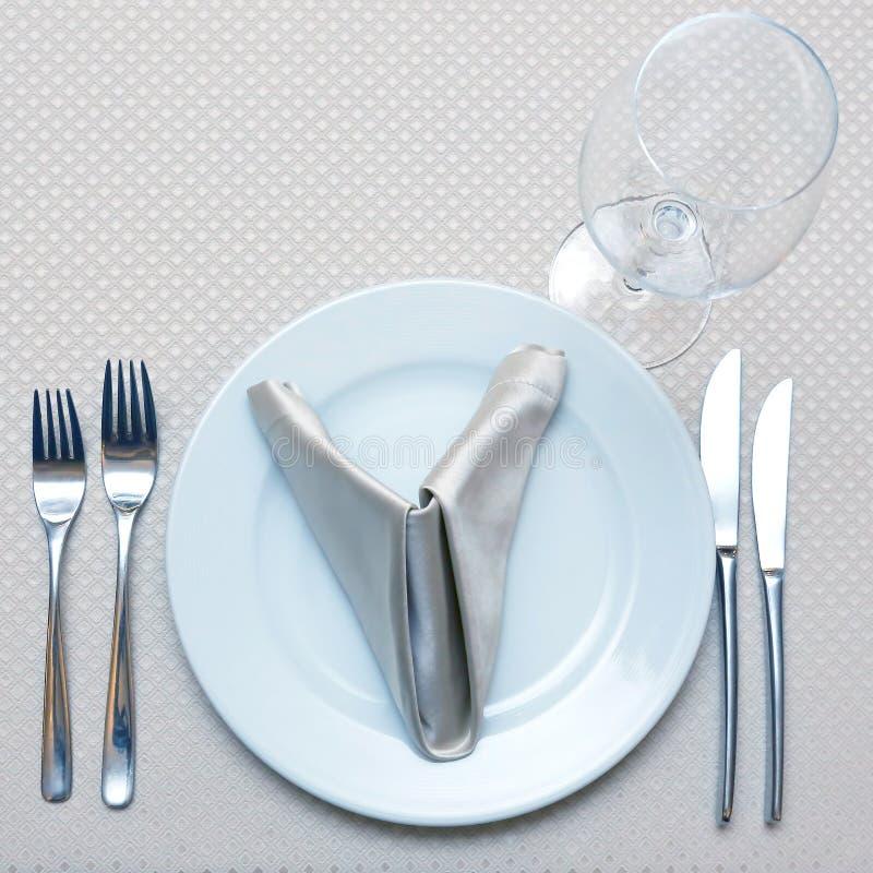Πίνακας που θέτει στην κινηματογράφηση σε πρώτο πλάνο εστιατορίων tableware στοκ εικόνα με δικαίωμα ελεύθερης χρήσης