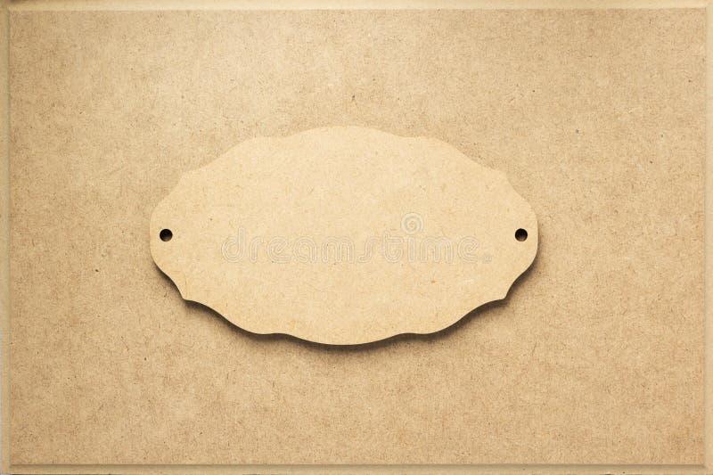 Πίνακας σημαδιών στην ξύλινη σύσταση υποβάθρου στοκ εικόνες