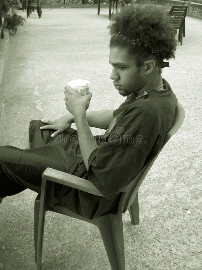 Download πίνοντας έφηβος στοκ εικόνα. εικόνα από μπούκλες, φίλων - 392009