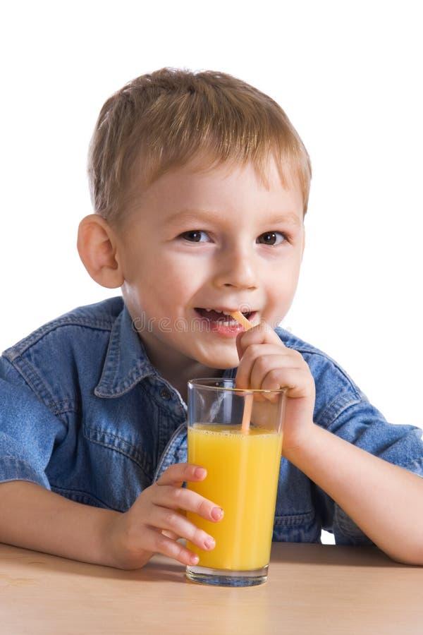 πίνοντας πορτοκάλι κατσι στοκ εικόνα