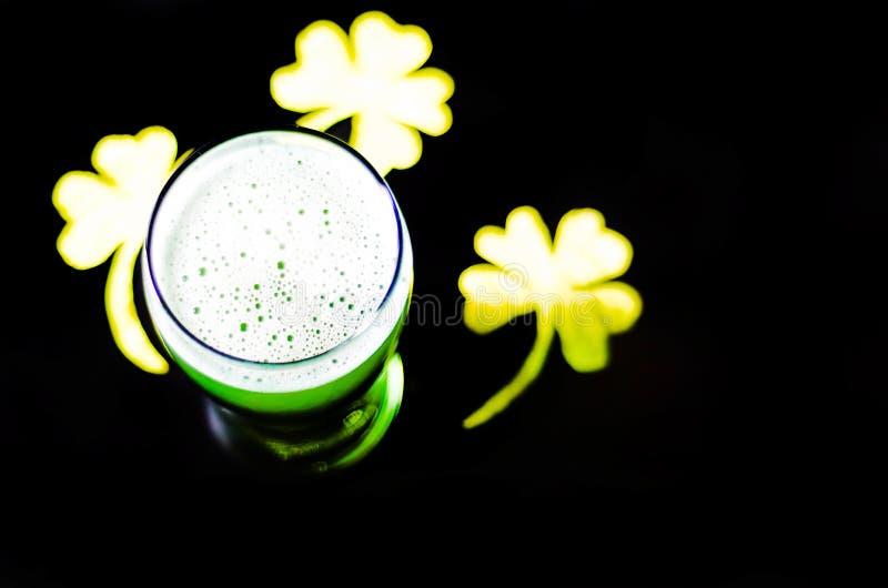 Πίντα της πράσινης μπύρας την ημέρα του ST Πάτρικ ` s, παραδοσιακός ιρλανδικός ένας εθνικός στοκ φωτογραφία με δικαίωμα ελεύθερης χρήσης
