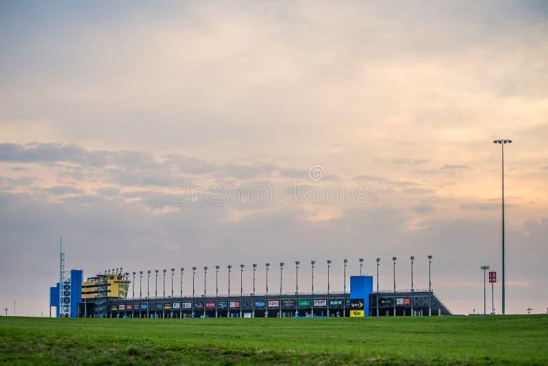 Πίστα αγώνων του Κάνσας στην πόλη KS του Κάνσας στην ανατολή στοκ φωτογραφία με δικαίωμα ελεύθερης χρήσης
