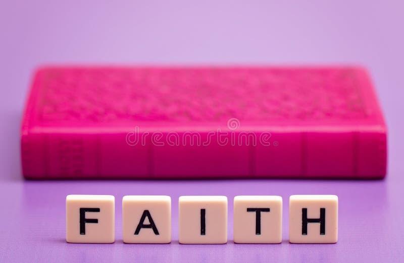 Πίστη που συλλαβίζουν έξω στοκ εικόνα με δικαίωμα ελεύθερης χρήσης