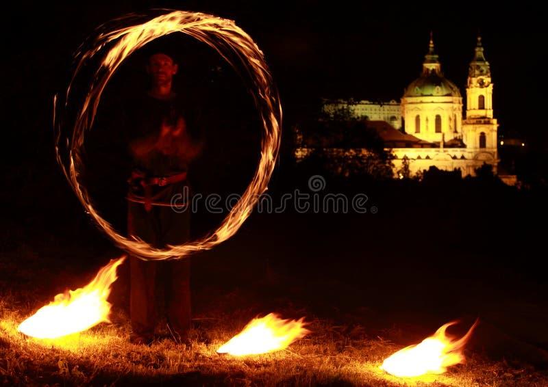 πίσω από την πυρκαγιά εκκλησιών εμφανίστε στοκ φωτογραφίες με δικαίωμα ελεύθερης χρήσης