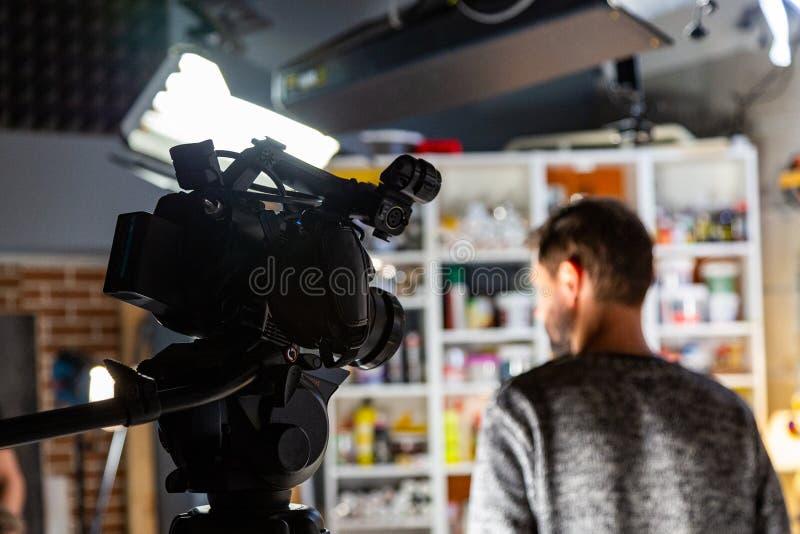 Πίσω από τις σκηνές της τηλεοπτικής παραγωγής ή του τηλεοπτικού πυροβολισμού στοκ φωτογραφίες