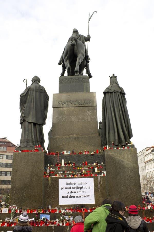 πίσω μνημείο Wenceslas κεριών στοκ φωτογραφίες