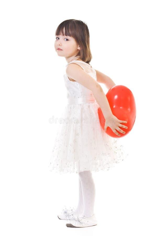 πίσω μπαλόνι πίσω από το κορίτσι αυτή λίγα κόκκινα στοκ φωτογραφία με δικαίωμα ελεύθερης χρήσης