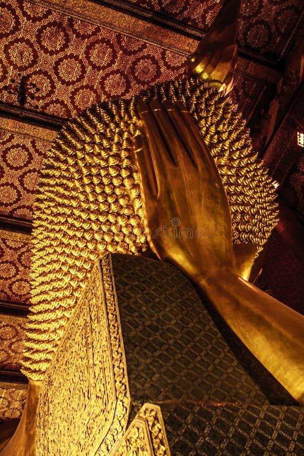 Πίσω πλευρά του χρυσού αγάλματος ξαπλώματος Βούδας στο ναό Wat Pho, Μπανγκόκ, Ταϊλάνδη στοκ εικόνα με δικαίωμα ελεύθερης χρήσης