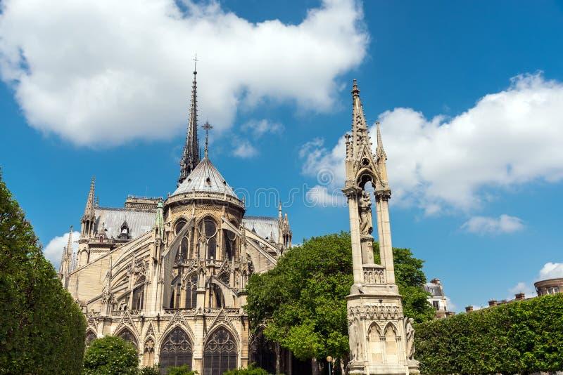 Πίσω πλευρά της Notre Dame στο Παρίσι στοκ εικόνες