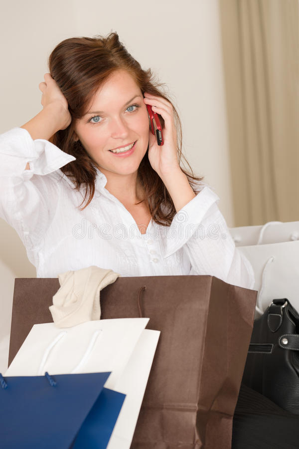 Download πίσω στο σπίτι τηλεφωνική ψ& Στοκ Εικόνες - εικόνα από γυναίκα, αγορές: 17055938