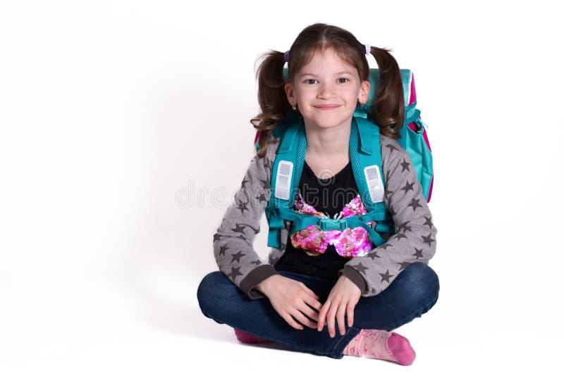 Πίσω στο σχολείο - λίγο χαμογελώντας κορίτσι στοκ φωτογραφίες