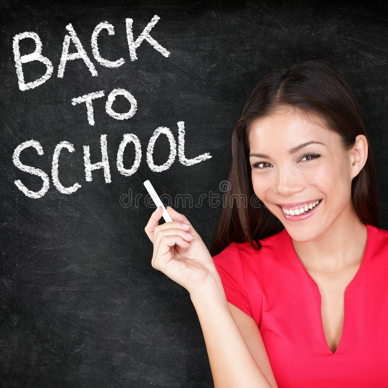 Πίσω στο σχολείο - πίνακας χαμόγελου δασκάλων γυναικών στοκ φωτογραφίες με δικαίωμα ελεύθερης χρήσης