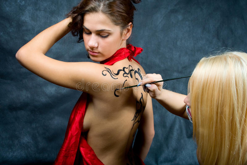 πίσω όμορφο κορίτσι το πρότ&upsi στοκ φωτογραφία με δικαίωμα ελεύθερης χρήσης