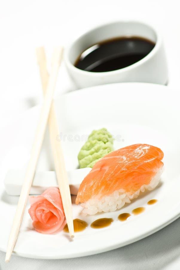 πίσω chopsticks ανασκόπησης σούσια στοκ εικόνες με δικαίωμα ελεύθερης χρήσης