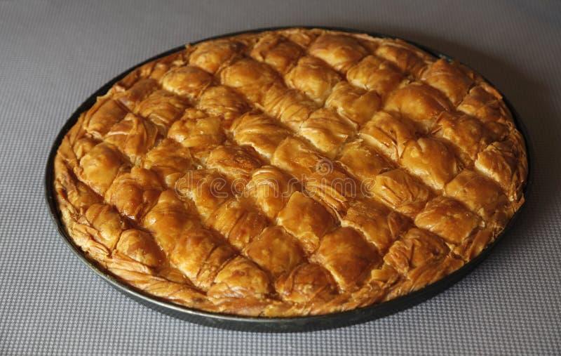 Πίτα τυριών στο τηγάνι στοκ εικόνες