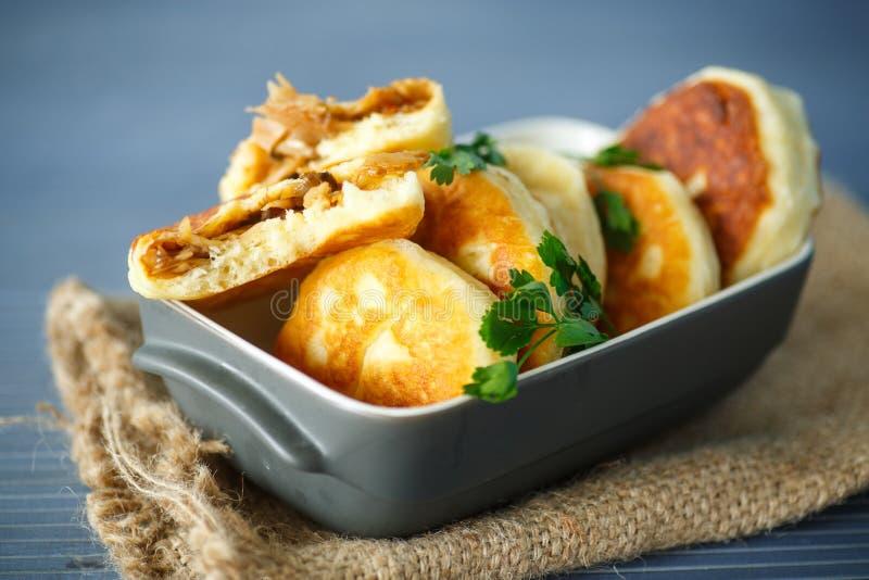 Πίτες που τηγανίζονται με το λάχανο στοκ φωτογραφίες με δικαίωμα ελεύθερης χρήσης