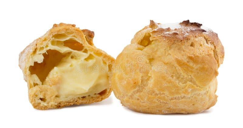 Πίτες Choux σε ένα άσπρο υπόβαθρο στοκ φωτογραφία με δικαίωμα ελεύθερης χρήσης