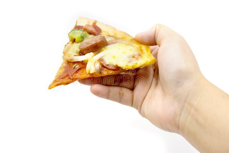 Πίτσα λαβής χεριών στο λευκό στοκ εικόνα με δικαίωμα ελεύθερης χρήσης