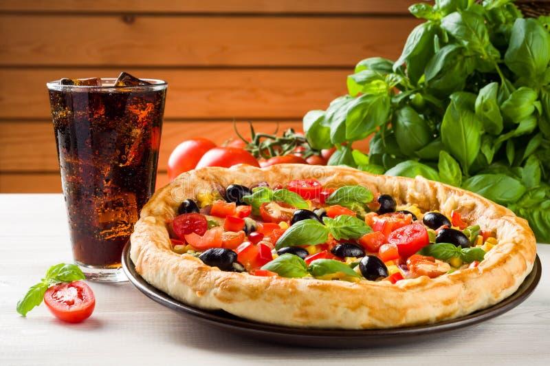 Πίτσα και κοκ στοκ εικόνα