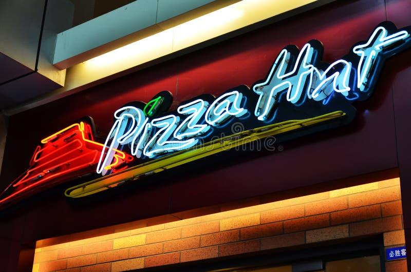 πίτσα λογότυπων καλυβών στοκ εικόνες