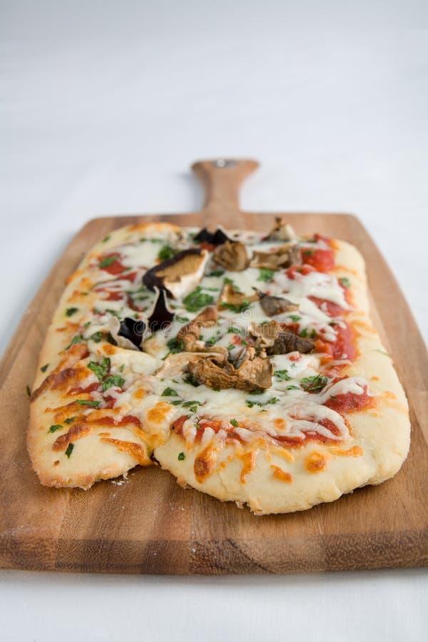 πίτσα μανιταριών στοκ εικόνες με δικαίωμα ελεύθερης χρήσης