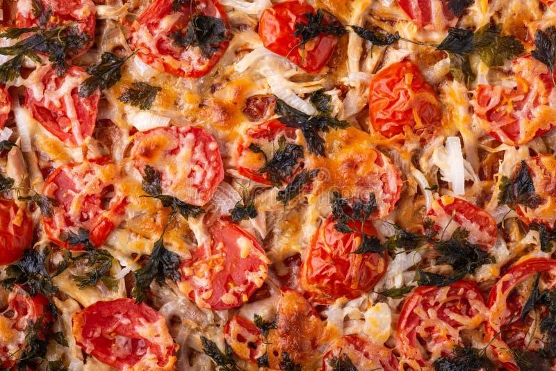 Πίτσα με τυριών μοτσαρελών κοτόπουλου κρέατος ντοματών τοπ άποψη σύστασης συνταγής μαϊντανού τη σπιτική στοκ φωτογραφίες με δικαίωμα ελεύθερης χρήσης