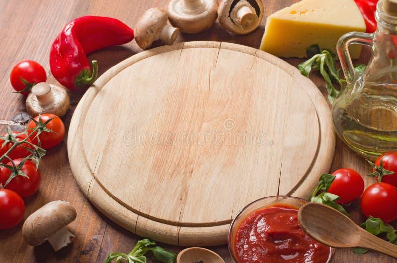 πίτσα συστατικών πεδίων βάθους ρηχή στοκ εικόνες