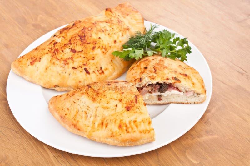 Πίτσα Calzone στοκ φωτογραφία