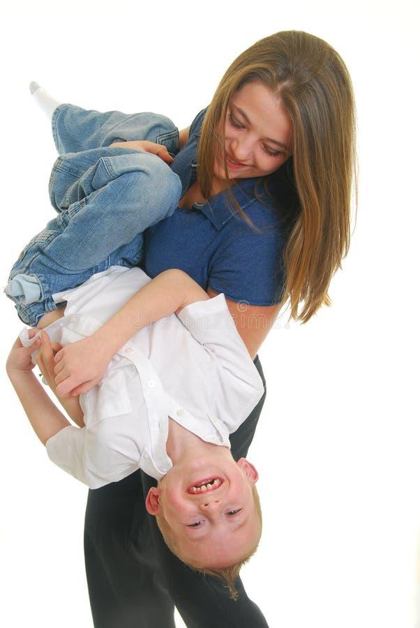 παίζοντας γιος μητέρων στοκ φωτογραφία με δικαίωμα ελεύθερης χρήσης