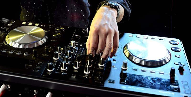 Παίζοντας μουσική του DJ στοκ φωτογραφία