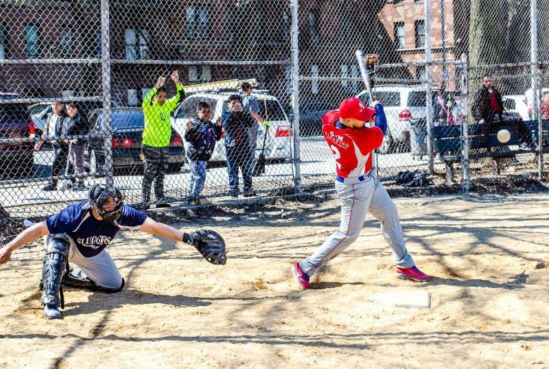 Παίζοντας μπέιζ-μπώλ στην πόλη της Νέας Υόρκης bronx στοκ εικόνες