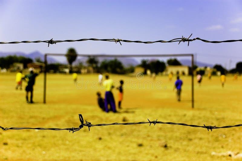 παίζοντας ποδόσφαιρο τη&sigmaf στοκ φωτογραφία