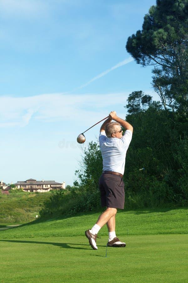 παίζοντας πρεσβύτερος παικτών γκολφ γκολφ στοκ φωτογραφίες