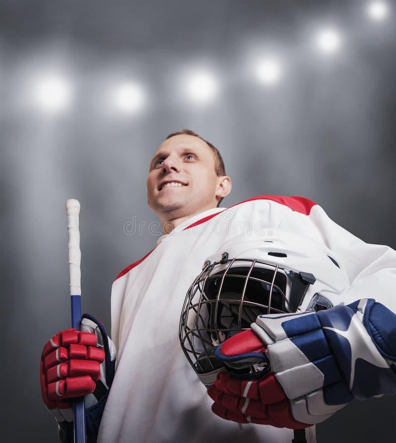 Παίκτης χόκεϋ πάγου σε ομοιόμορφο στοκ εικόνες