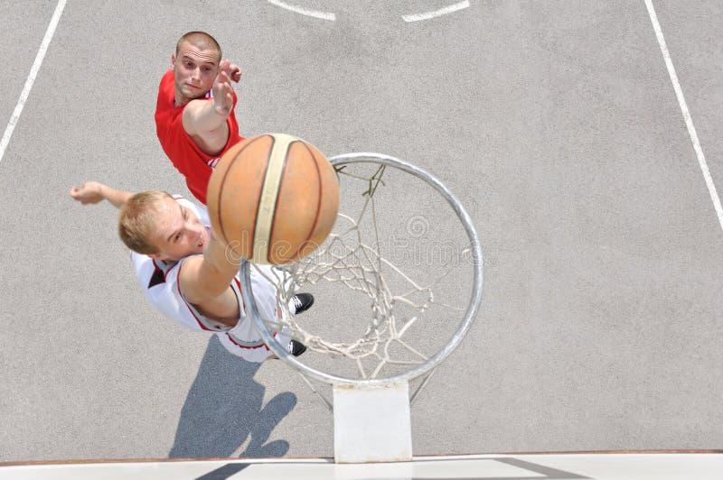 παίχτης μπάσκετ δύο στοκ φωτογραφίες με δικαίωμα ελεύθερης χρήσης